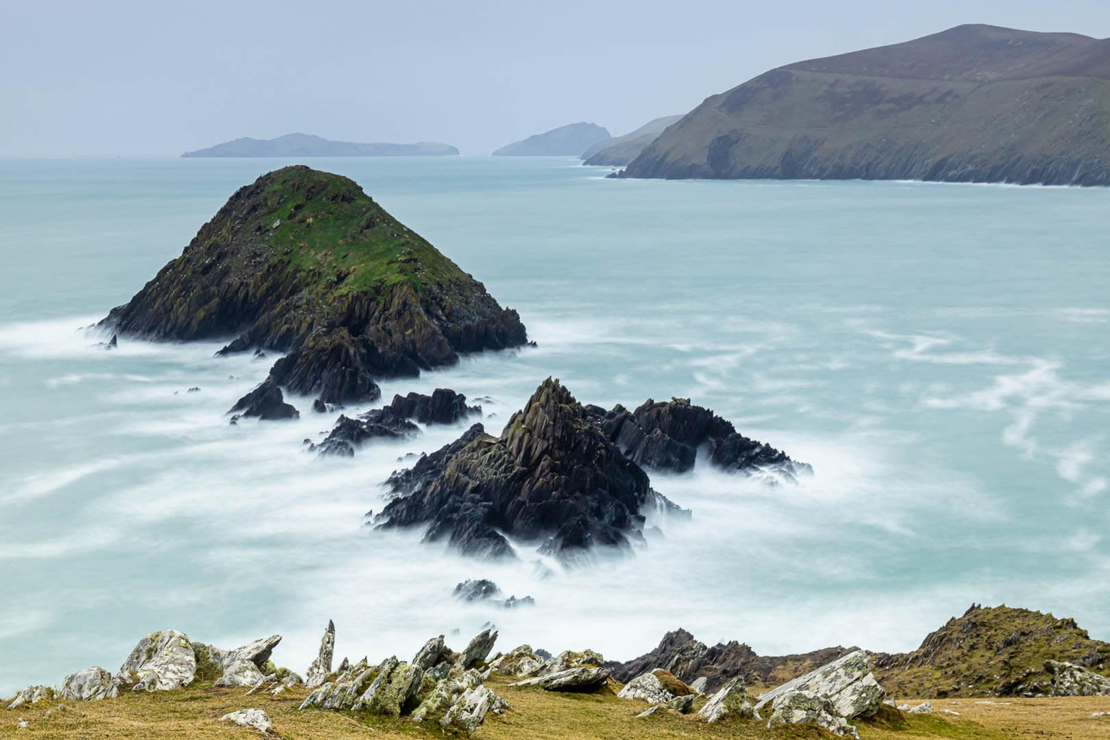Märchenhafte Anmutung der Blasket Inseln im schäumenden Atlantik.